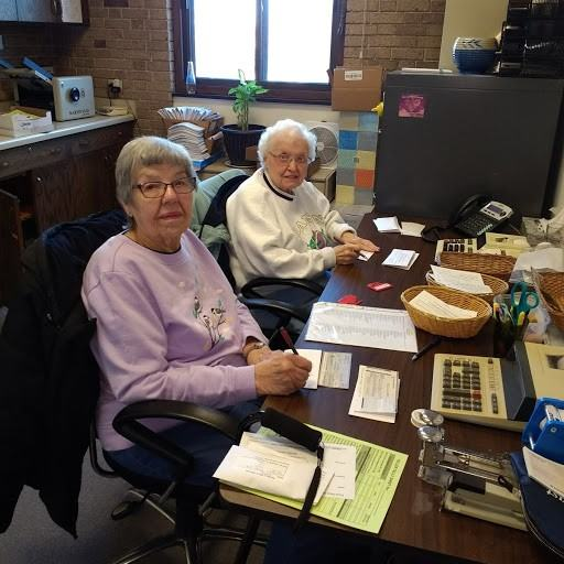 2018-0129 money counters Jean and Barb